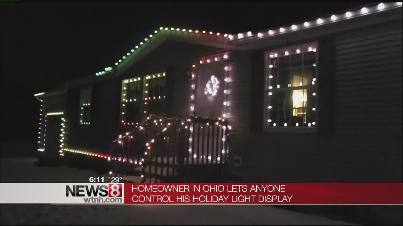 Ohio Man Lets the Internet Control His Home\'s Christmas Lights