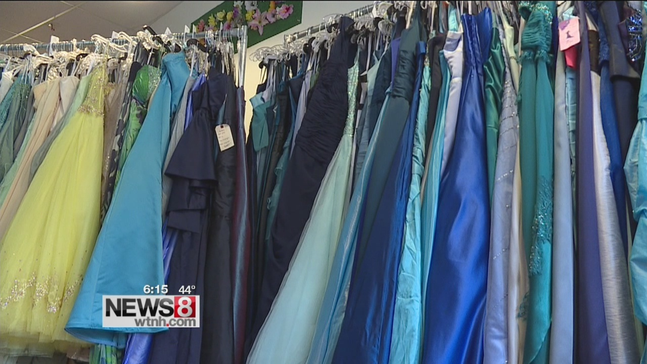 Group gives away free prom dresses - WTNH