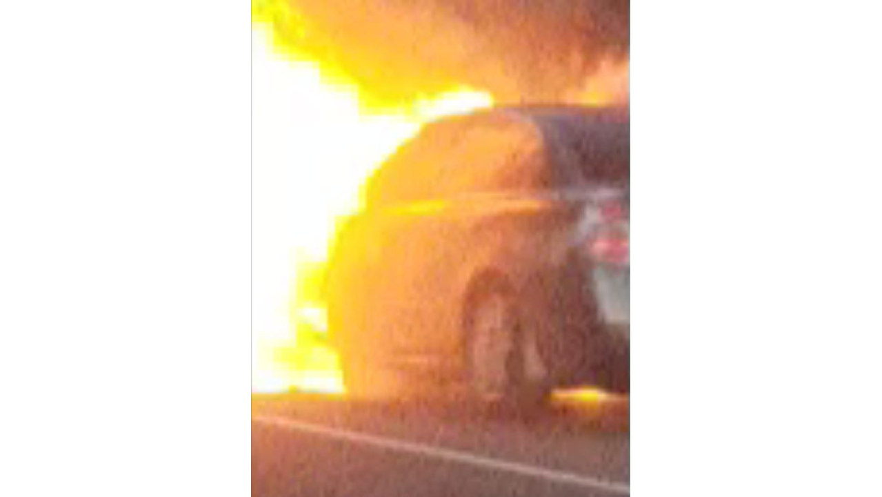 Report It Video Car Fire Slows Traffic On I 91 Southbound In